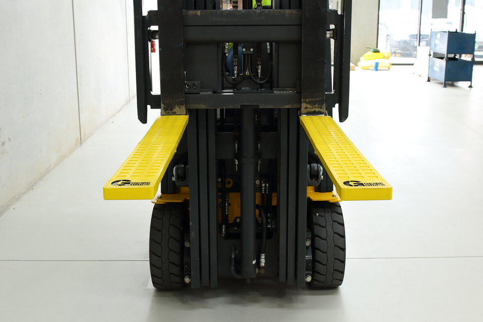 4 Key Safety Accessories for Forklifts